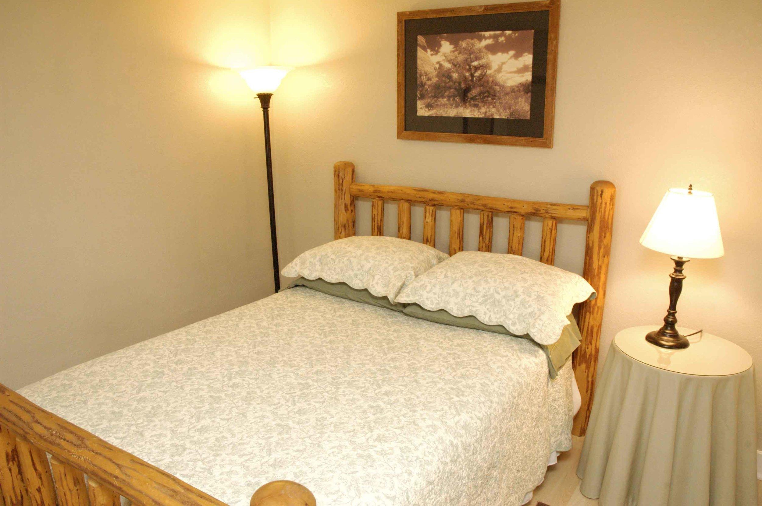 _DSC6712 kingfisher bedroom 1.jpg