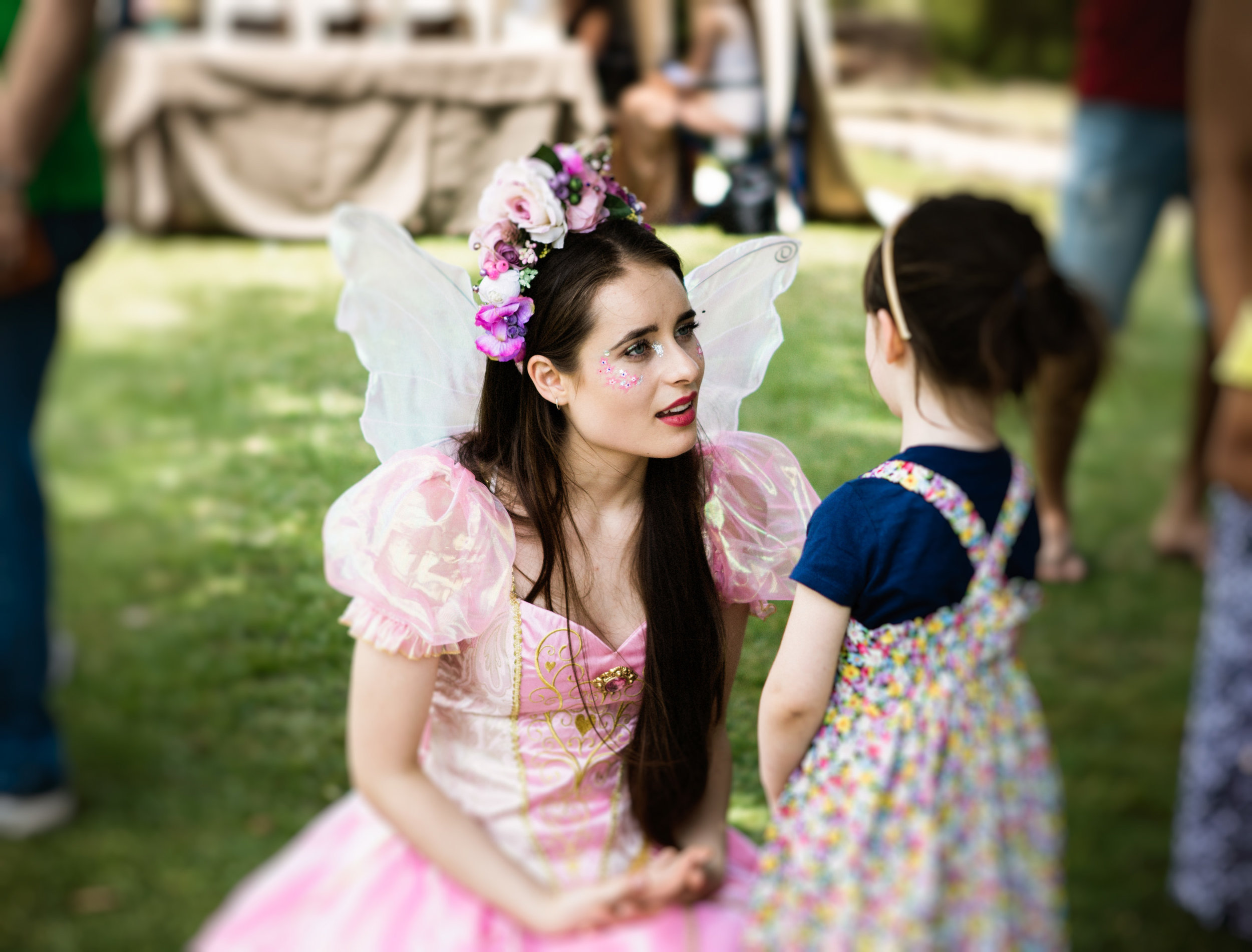 We have a special guest the children will just adore meeting! Rhiannon the Flower Fairy will be wandering the market between 10-12pm.