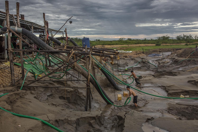 Illegal sand mining, Cambodia - 2017