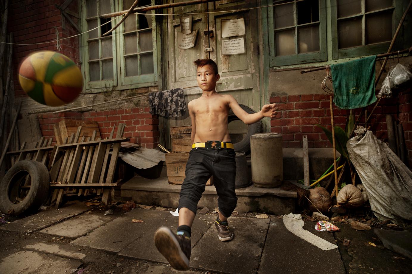 Street boy, Yangon / Burma