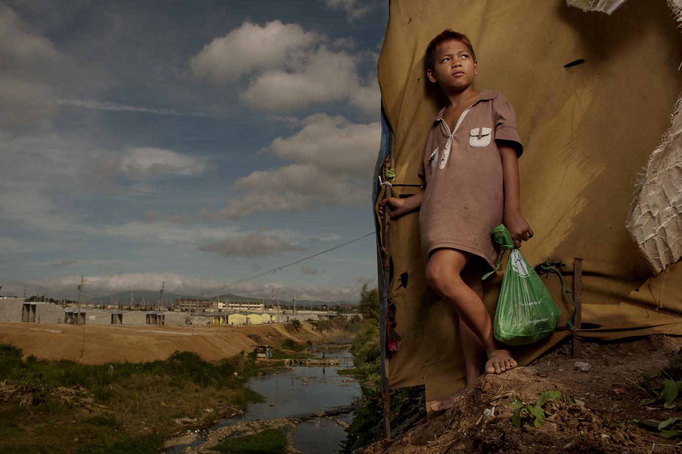 Street child in the slum of Quezon City, Manila / Philippine
