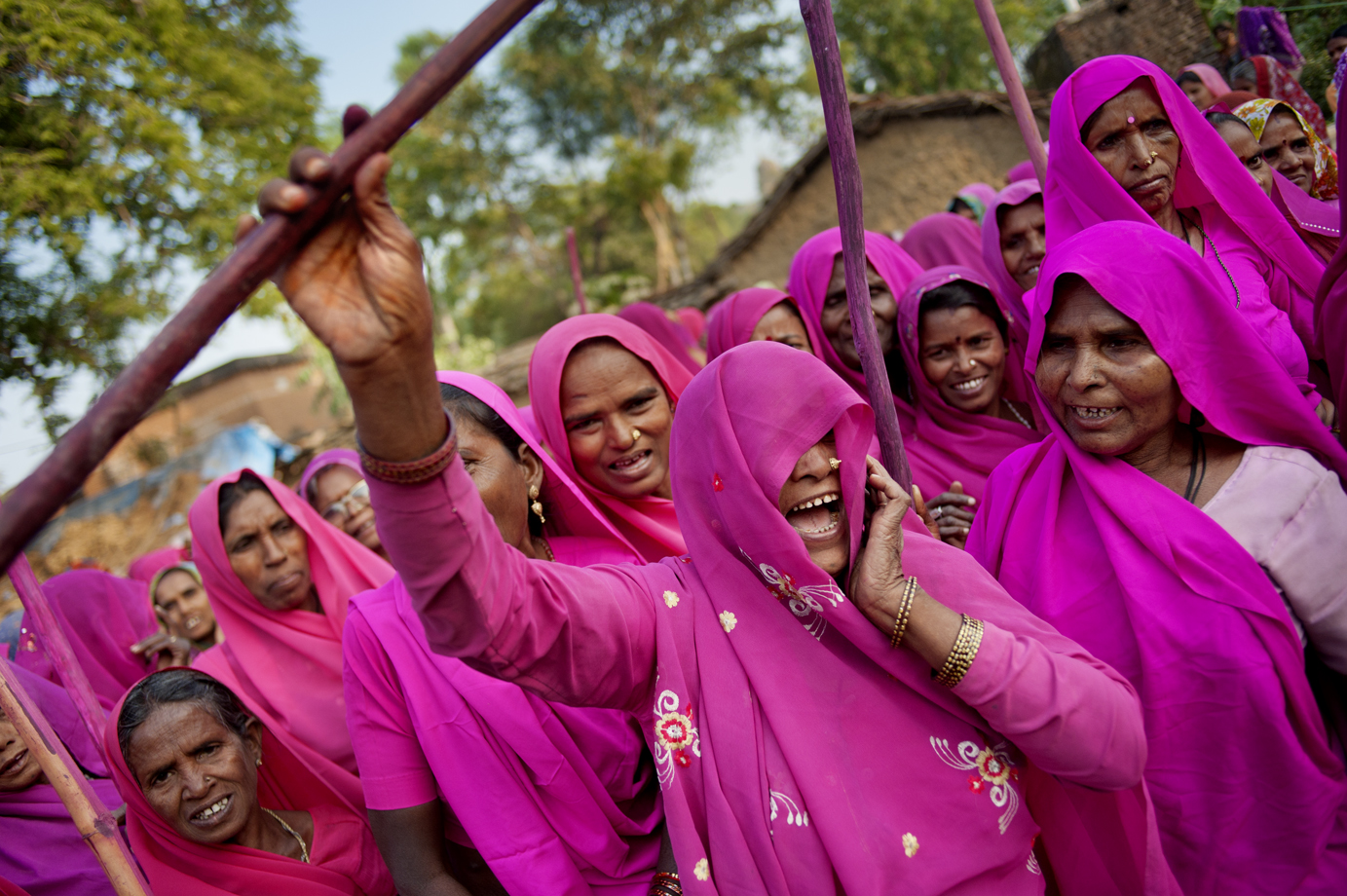 Gulabi gang, a response to widespread domestic abuse and other violence against women, Uttar Pradesh / India - 2011