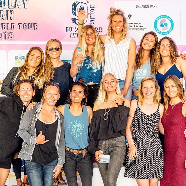 Let me introduce you to the women of The Global Kitesurfing Wave Tour 🏄🏾♀️ All of them are so nice and everyone is unique and amazing. 🧡  I'm very proud to be part of this group of strong women from all over their world. 🔥  On this picture you see 10 different nationalities from 3 different continents.🌍 Thanks to the @globalkitesports and the passion of kitesurfing that we all met. We never had so many girls on #gka #straplesskitesurfing wave competition as in Morocco, where the photo by @mintukass Was taken. #tbt #girlpower