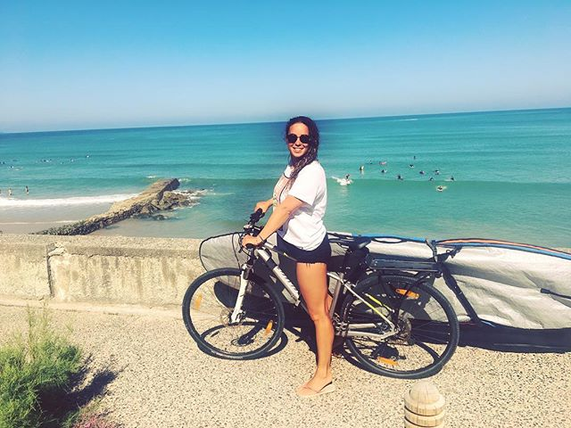 Run or surf first in the morning? Skip the run and bike to the surf 🚲 ➡️ 🏄🏾♀️