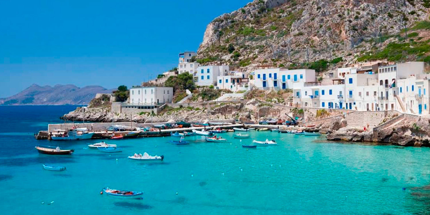 From Malta to Panarea - Maximum number of passengers: up to 5 people + pilotFlight duration: 90'ALL THE DETAILSYou'll fly on ourEurocopter AS350.A limousine service from/to airportis available on request.N.B.After the first 2 hours of machine shutdown, an amount of 100 € per hour will be charged.