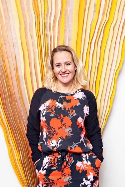 """Seura:  Camilla Tuominen uskalsi irtisanoutua ja ryhtyi tunteita tulkitsevaksi yrittäjäksi""""   11.2.2019"""