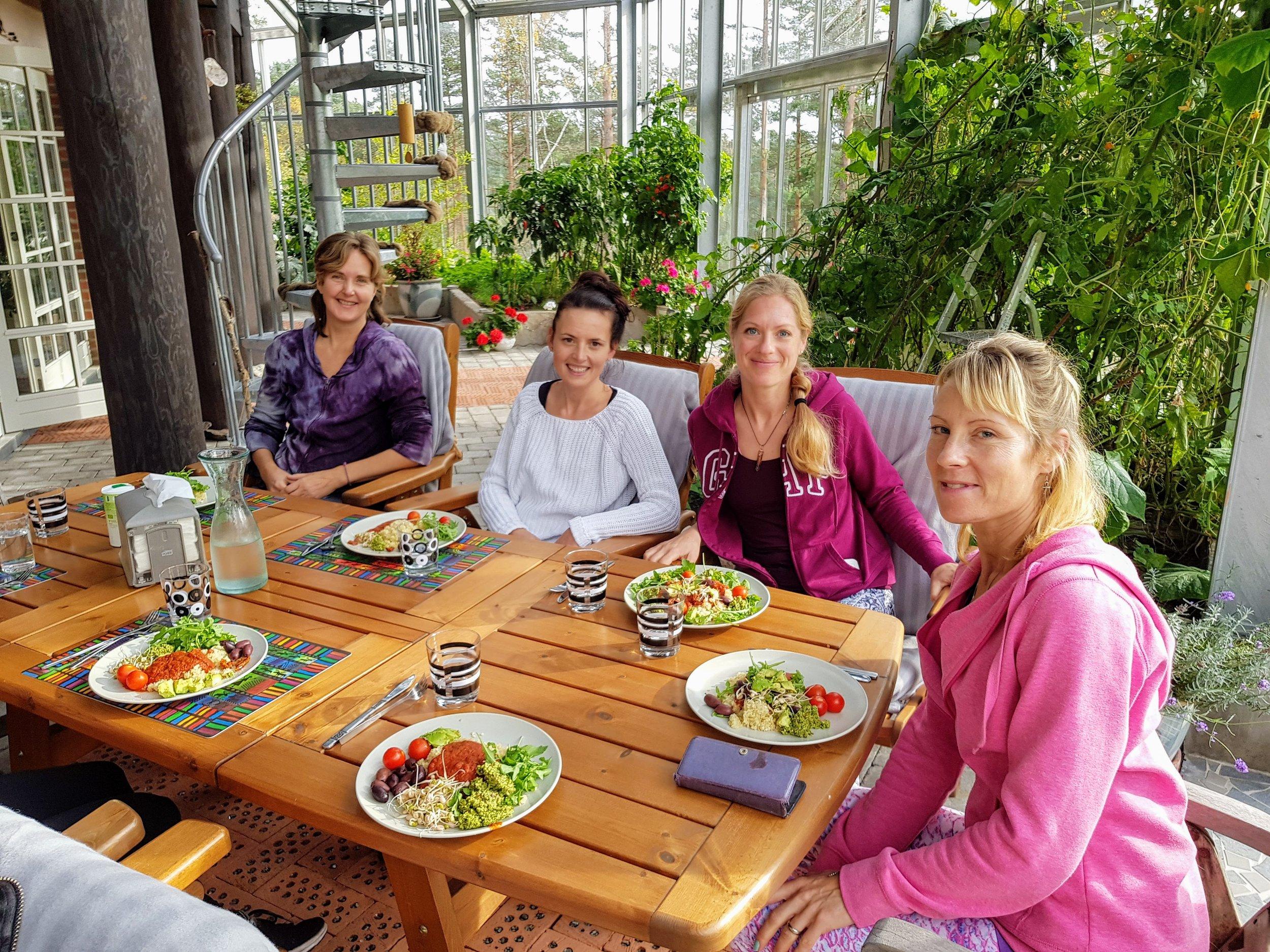 Lunch i den härliga vinterträdgården!