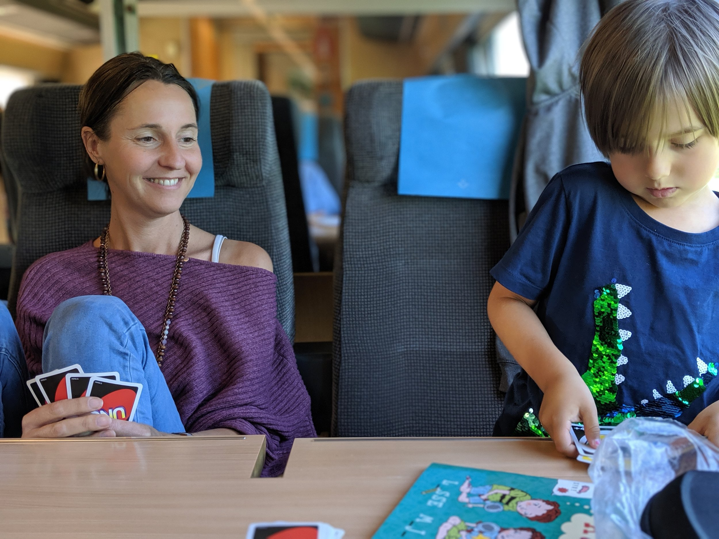 Den här fina bilden tog Mattias av oss när vi åkte tåg till Stockholm häromveckan.