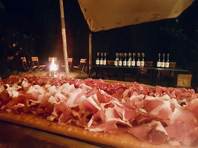 Every good evening needs some organic meat and delicious wine! #DinnerIsServerd • • • • • • • • #wine #ham #italy #wood #evening #countrydeli#blaricum #organic #AlwaysOpenForBusiness#coffee