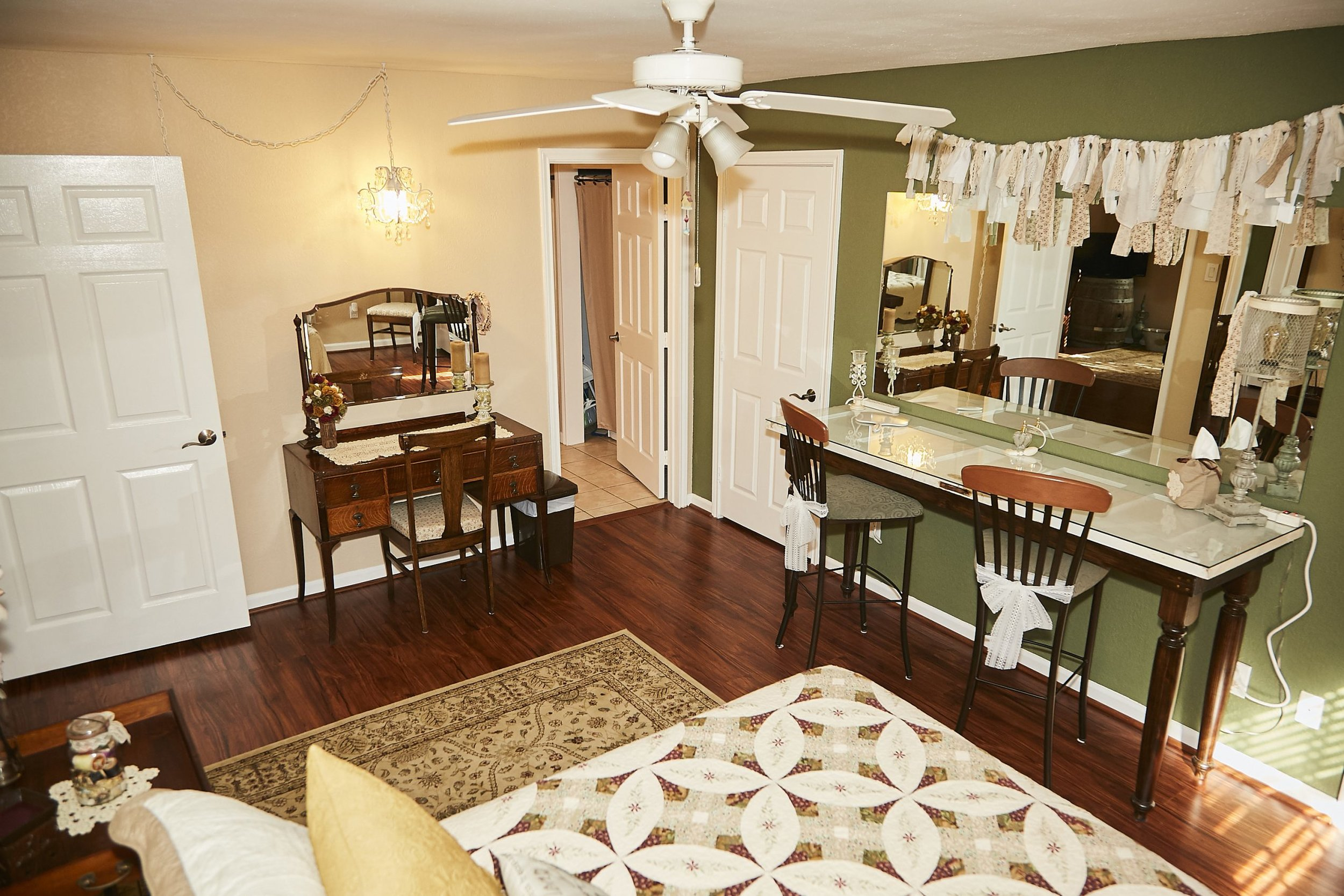 cottage bridal party suite