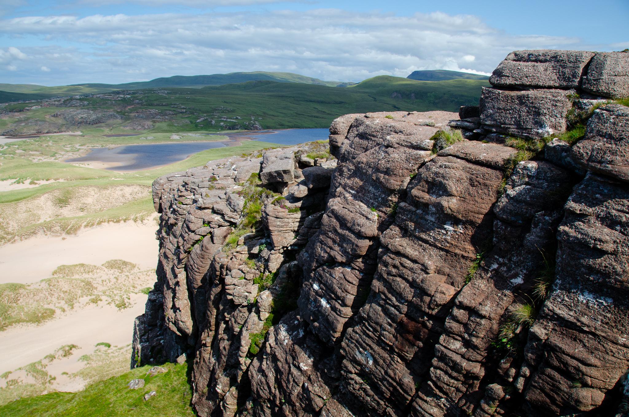 the rocky ledge overlooking Sandwood Bay dunes