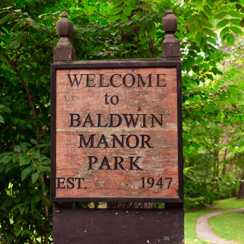 Baldwin Manor Park sign