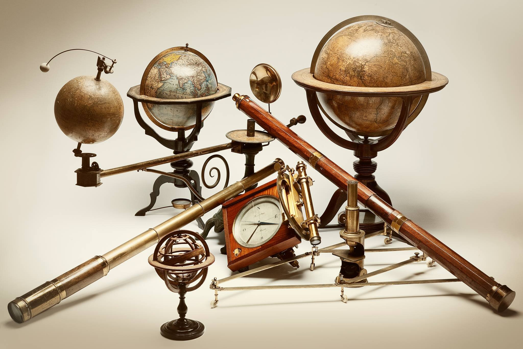 Every year  Il Segno del Tempo SLR  travels from Milano to exhibit an array of European objects of art, curiosities, and canes.
