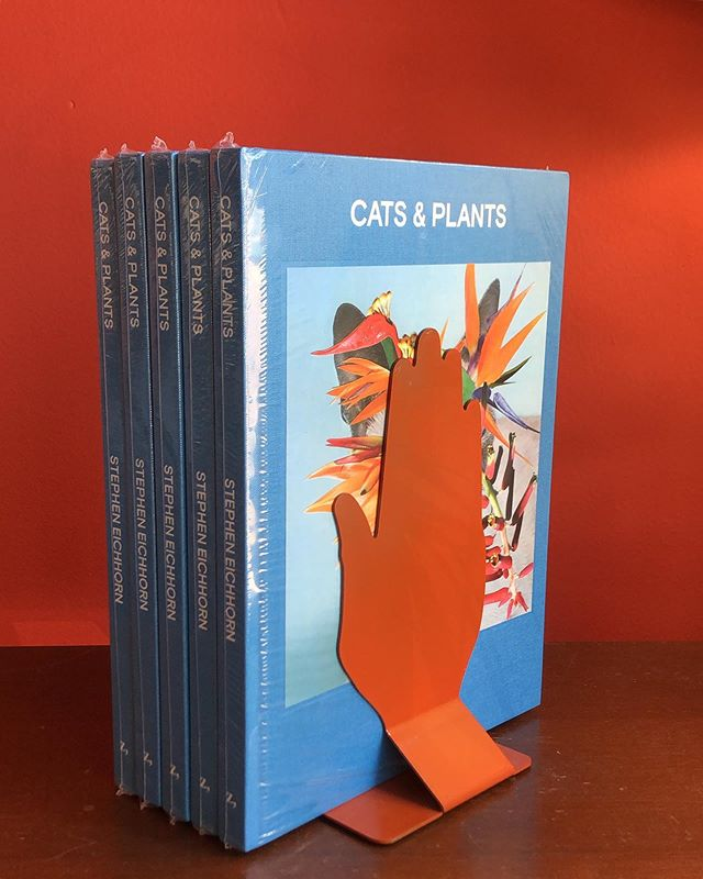 Two shop favorites ✨ Restocked Cats and Plants with the last color left in these mid-century metal bookends by Hyde Park Inc. - $45 for book $70 for bookends ✨