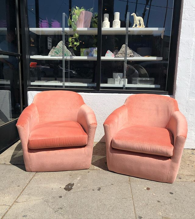~~Just in~~ Midcentury club chairs reupholstered in the softest pink velvet. $400 each 🍉🍉🍉 #vintage #vintagefurnitureforsale #vintagefurniture #chair #midcenturymodern #mcm #velvet #pink #interiordesign #interiordecorating #losangeles #silverlake #candidhome