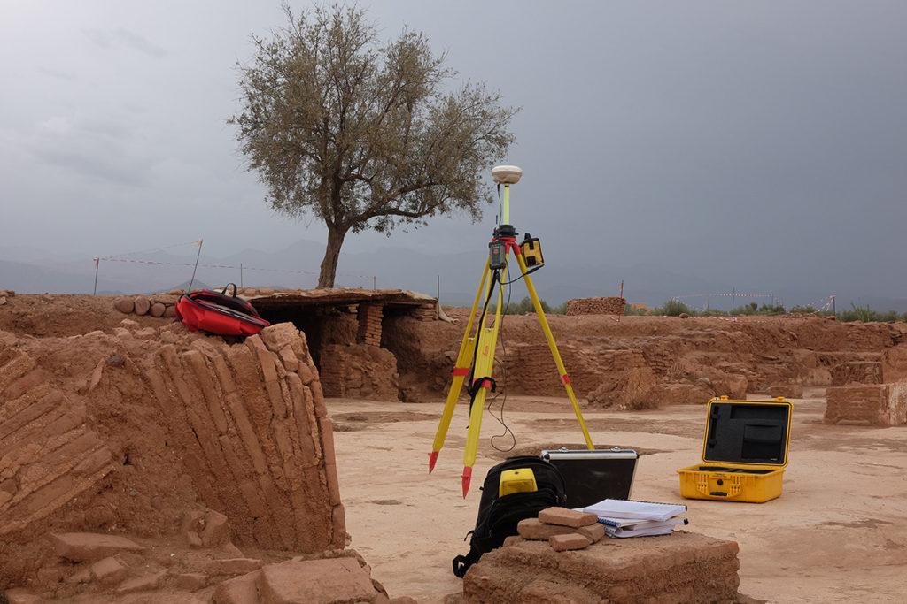 Re-ecrire l'histoire et les outils du topographe. ©Rita Alaoui.jpg