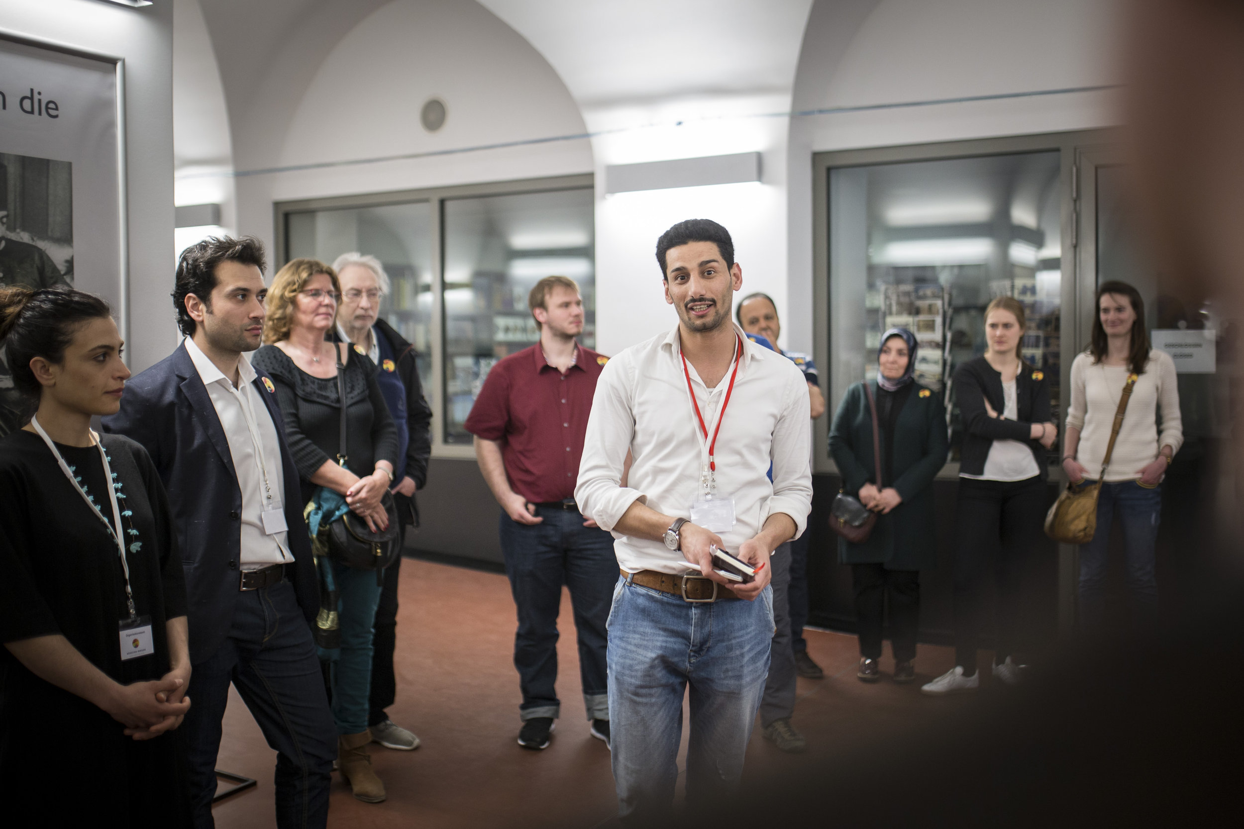 Hussam Zahim Mohammed starts giving a guided tour at the Pergamon Museum. ©Photothek - Multaka Project