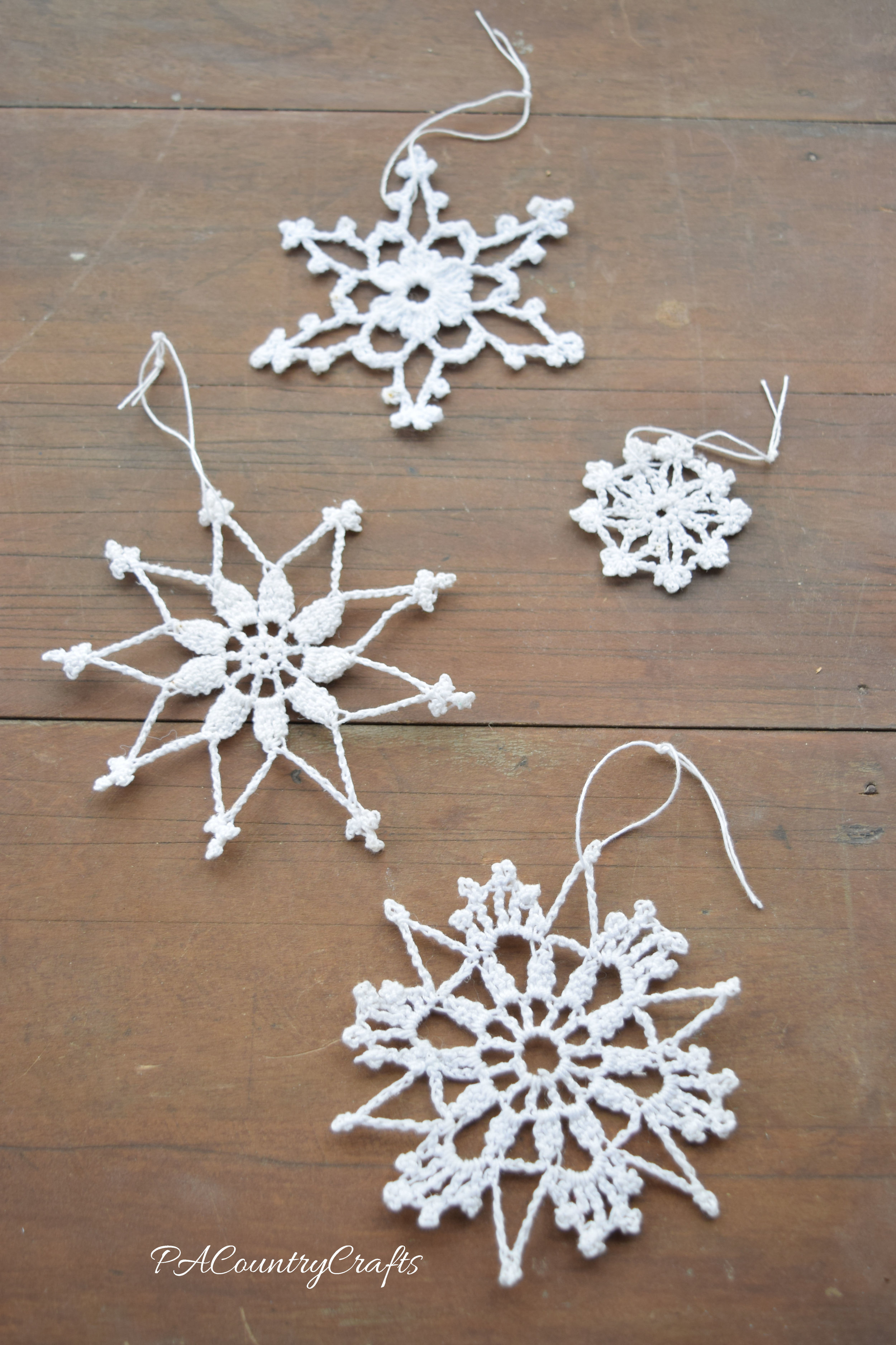 Beautiful and simple crochet snowflakes