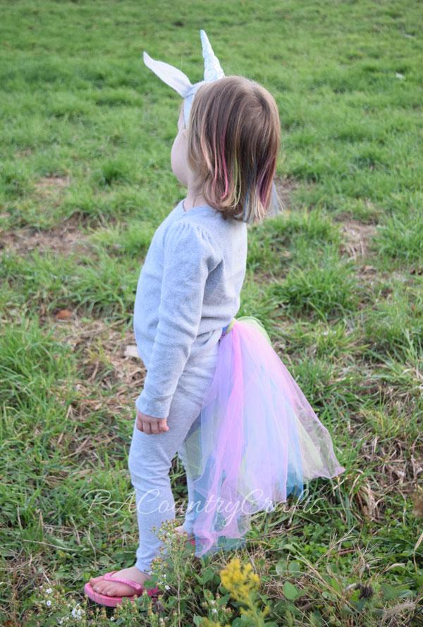 Super easy unicorn costume that anyone can make!