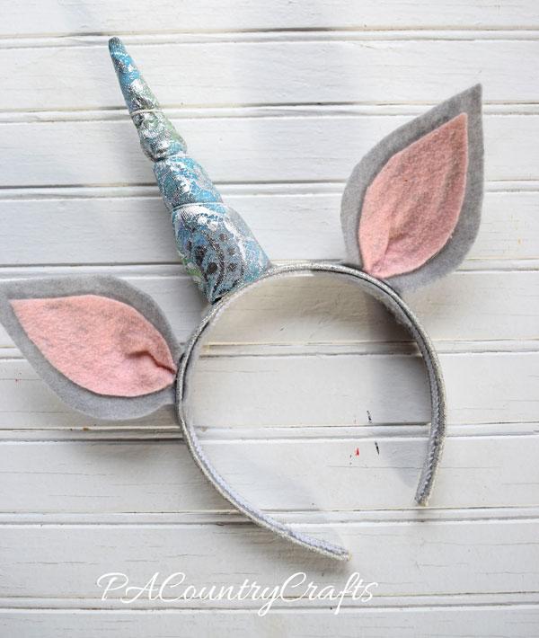 This unicorn headband looks so easy to make!