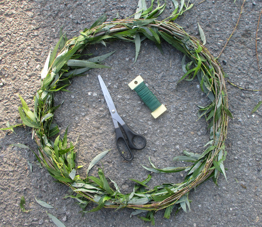 How to make a weeping willow wreath base...