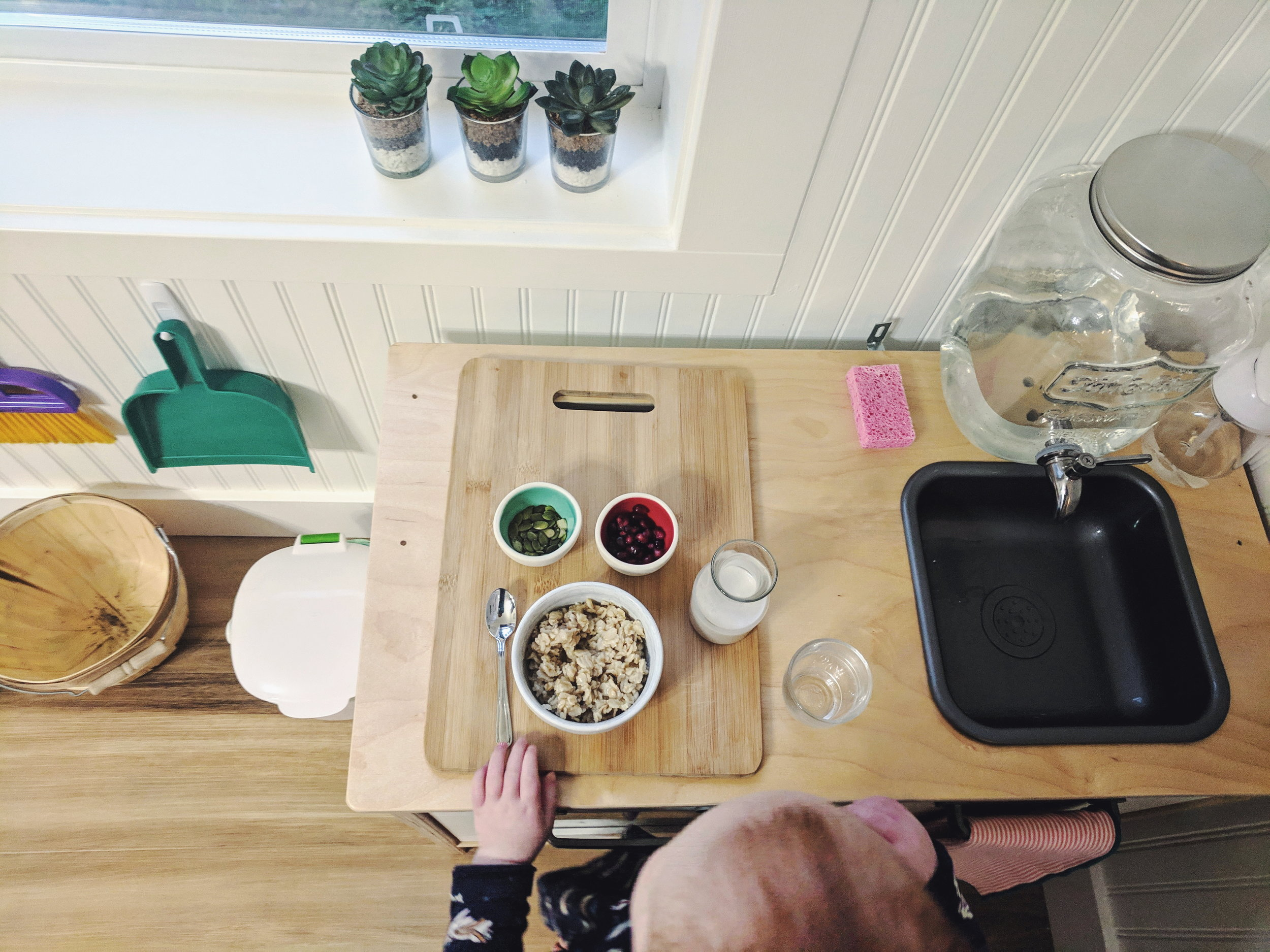 A Functional Toddler Kitchen - www.montessoriinreallife.com