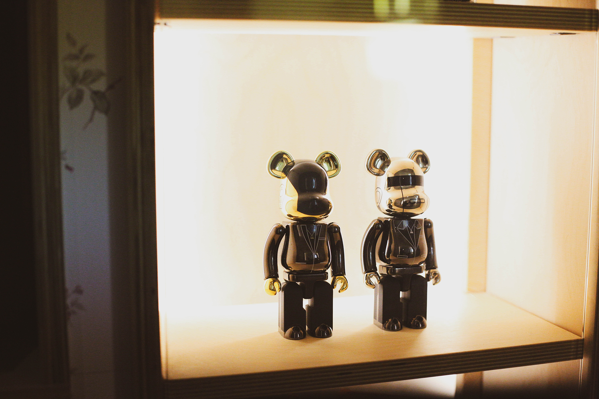 Hundy's version of MediCom Toy Inc's Bearbrick collectibles, mirroring the design elements featured at AnnaLena