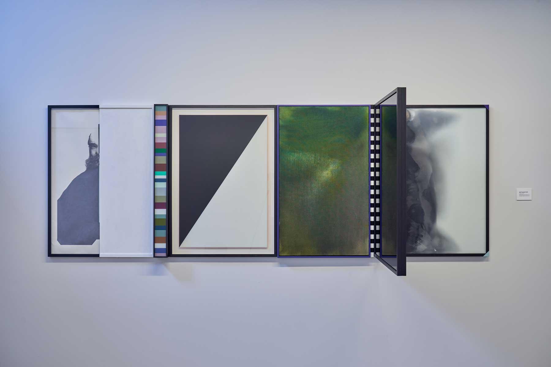 """Matthias Bitzer ,  Mist/Memory , 2016, Crayon sur papier, acrylique et laque sur verre et bois, encre sur toile, 40 ½"""" x 155 5/8"""" x 28 5/8"""" (103 x 294 x 73 cm)"""