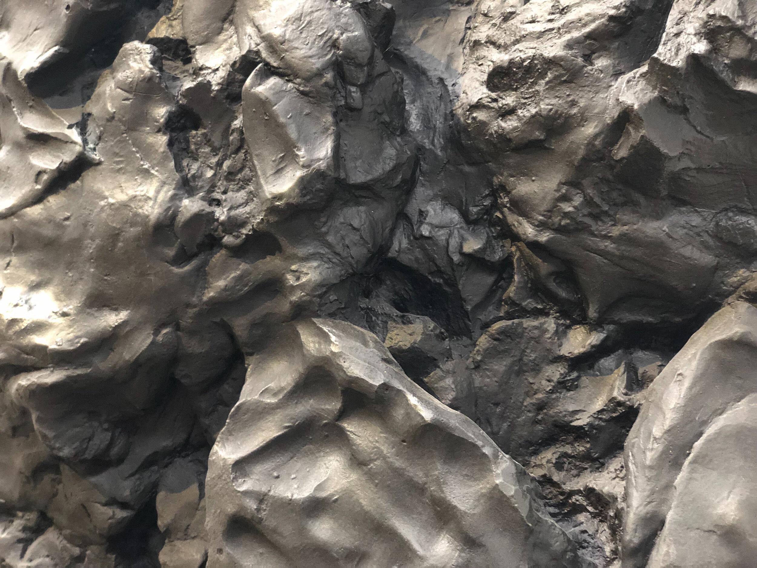 """Thomas Houseago ,  Standing Owl 1 , 2012, Bronze et patine noire, 94 ¼"""" x 50"""" x 36"""" (239,4 x 127 x 91,4 cm)(Détail)"""