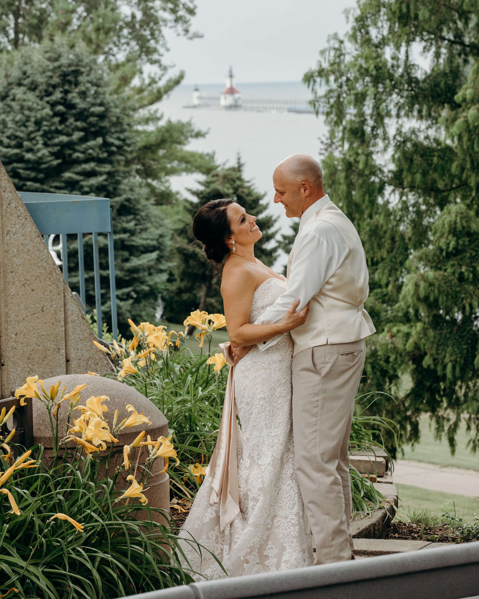 Grant Beachy Tammy Chris wedding photography goshen Saint Joseph veranda whitcomb-081.jpg