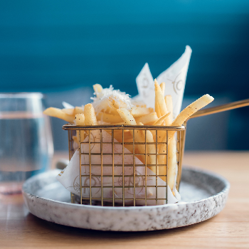 Why eating only 6 hot chips at a time is a ridiculous diet rule via myBody+Soul