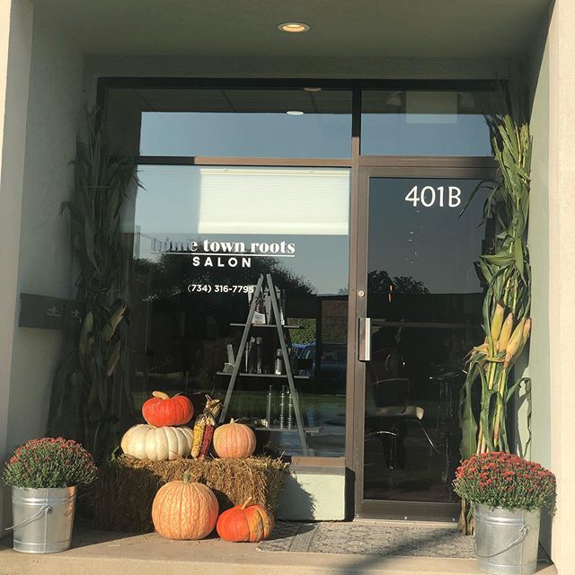 Fall has arrived at Home Town Roots! Thank you so much to an amazing friend/client, Sharon Alexander From Alexander's Farm Market and Greenhouse! You went above and beyond, and your selection is amazing!  Check them out for your fall decorations, doughnuts, baked goods, eggs and more!! 🍂 🌽 🎃 🍩 🥚