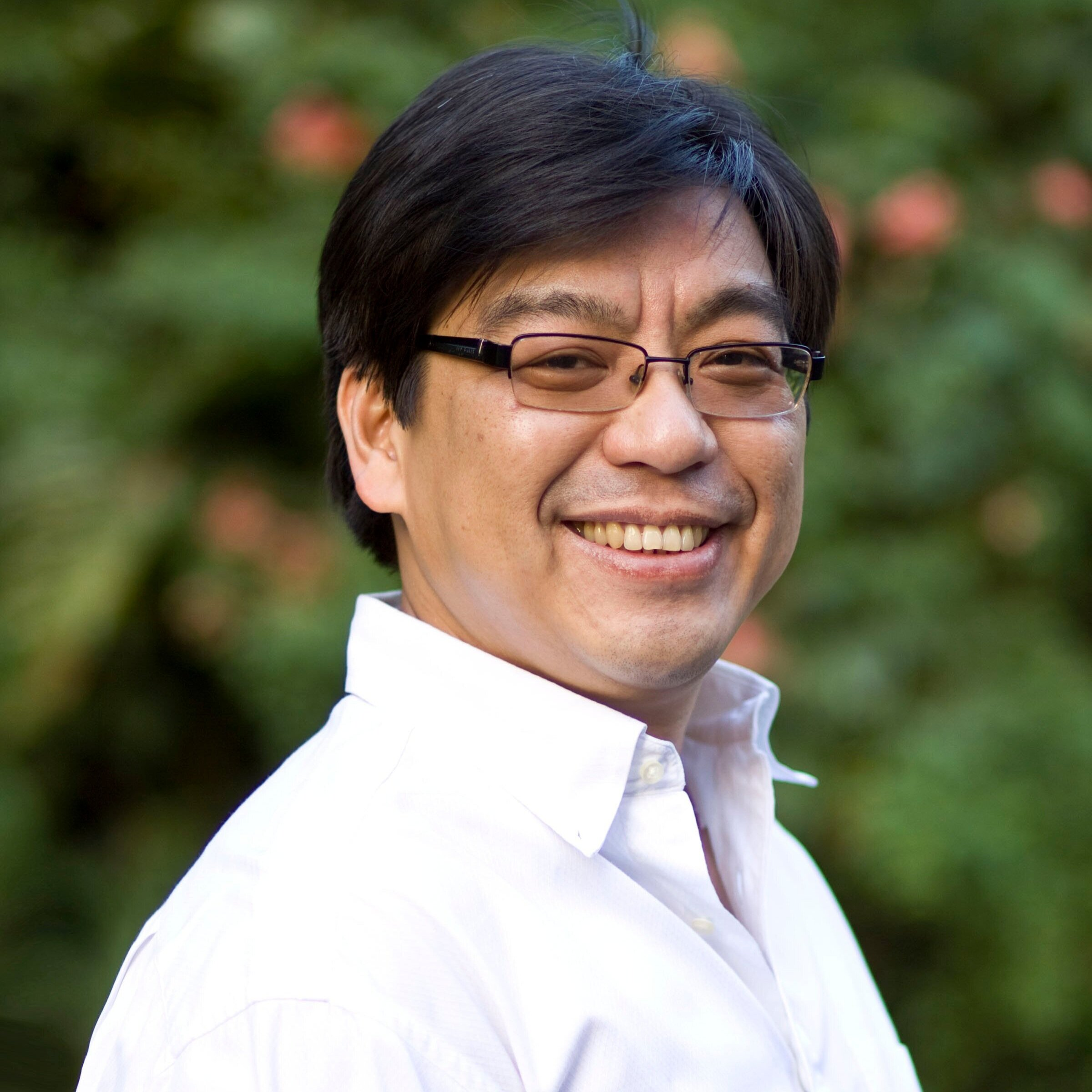 Von Hernandez  (Manila, Philippines) is a multi-awarded Filipino environmental activist who has been campaigning on waste and toxics pollution for more than 25 years. He is the Global Coordinator of the global Break Free from Plastic Movement, consisting of more than 8,000 groups and individual supporters worldwide, which have come together to reverse the plastic pollution crisis. Before his current assignment, Von was Global Development Director of Greenpeace International where he oversaw the development and performance of Greenpeace's national and regional offices worldwide. He also served as the Executive Director of Greenpeace Southeast Asia (GPSEA), where he led some of the group's most successful campaigns and programs in Southeast Asia. He co-founded and spearheaded various environmental coalitions and partnerships at the national,regional, and global levels including the Ecowaste Coalition in the Philippines, Waste Not Asia, and the Global Alliance for Incinerator Alternatives (GAIA). In 2003, he was awarded the Goldman Environmental Prize for his work, which led to the first national ban on waste incineration. Von also gained recognition from Time magazine as one of the Heroes for the Environment in 2007. He holds a Masters degree in Public Management from the National University of Singapore.
