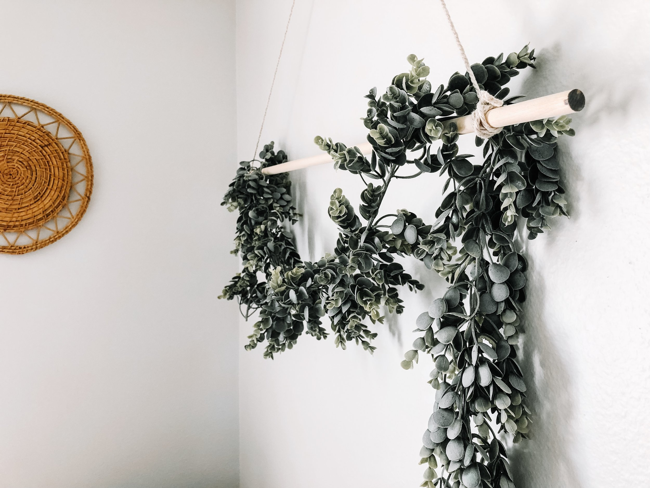 DIY-eucalytpus-garland-hanging-bedroom.jpg