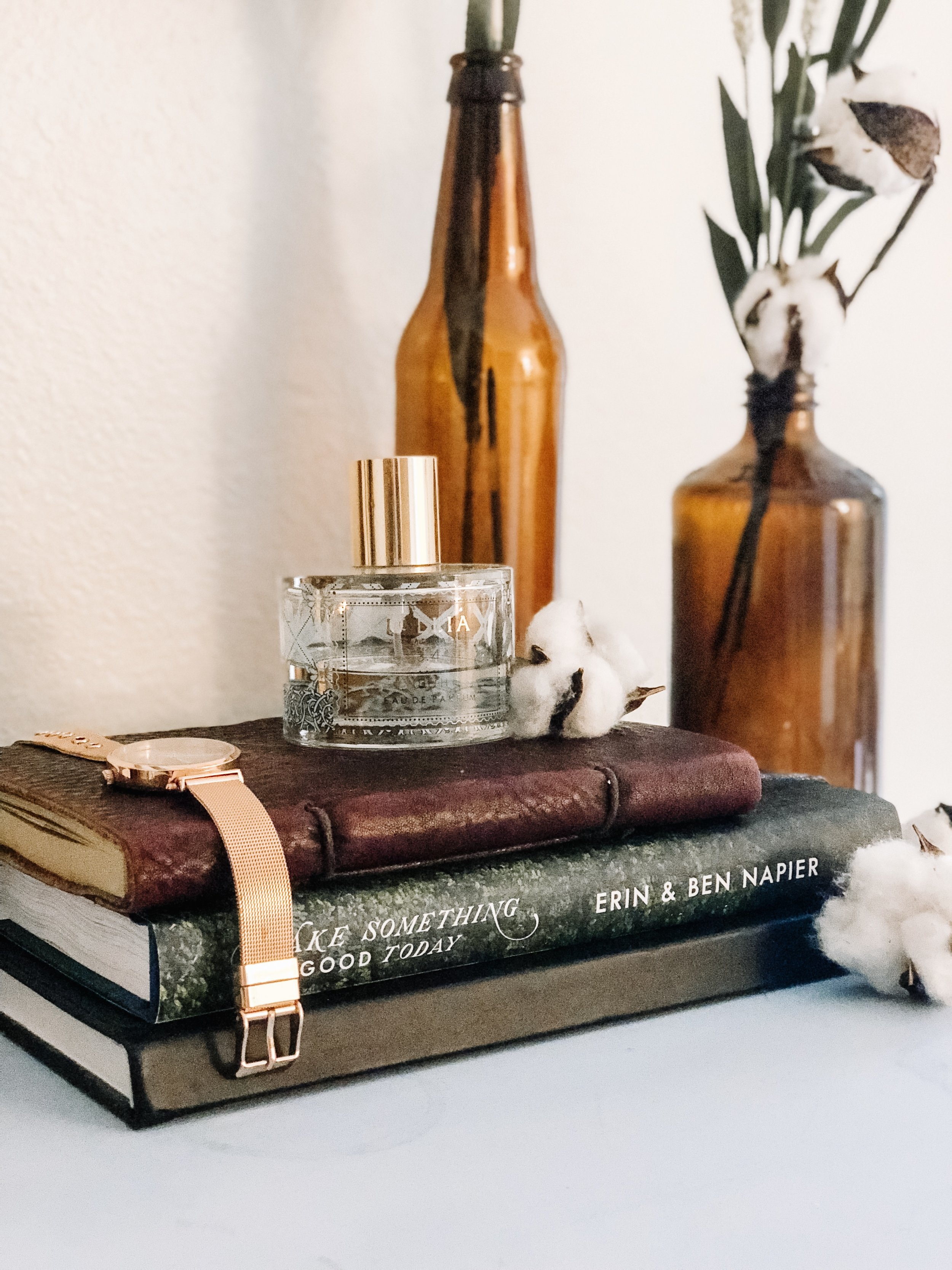 fall-decor-amber-bottles-cotton-stems-4