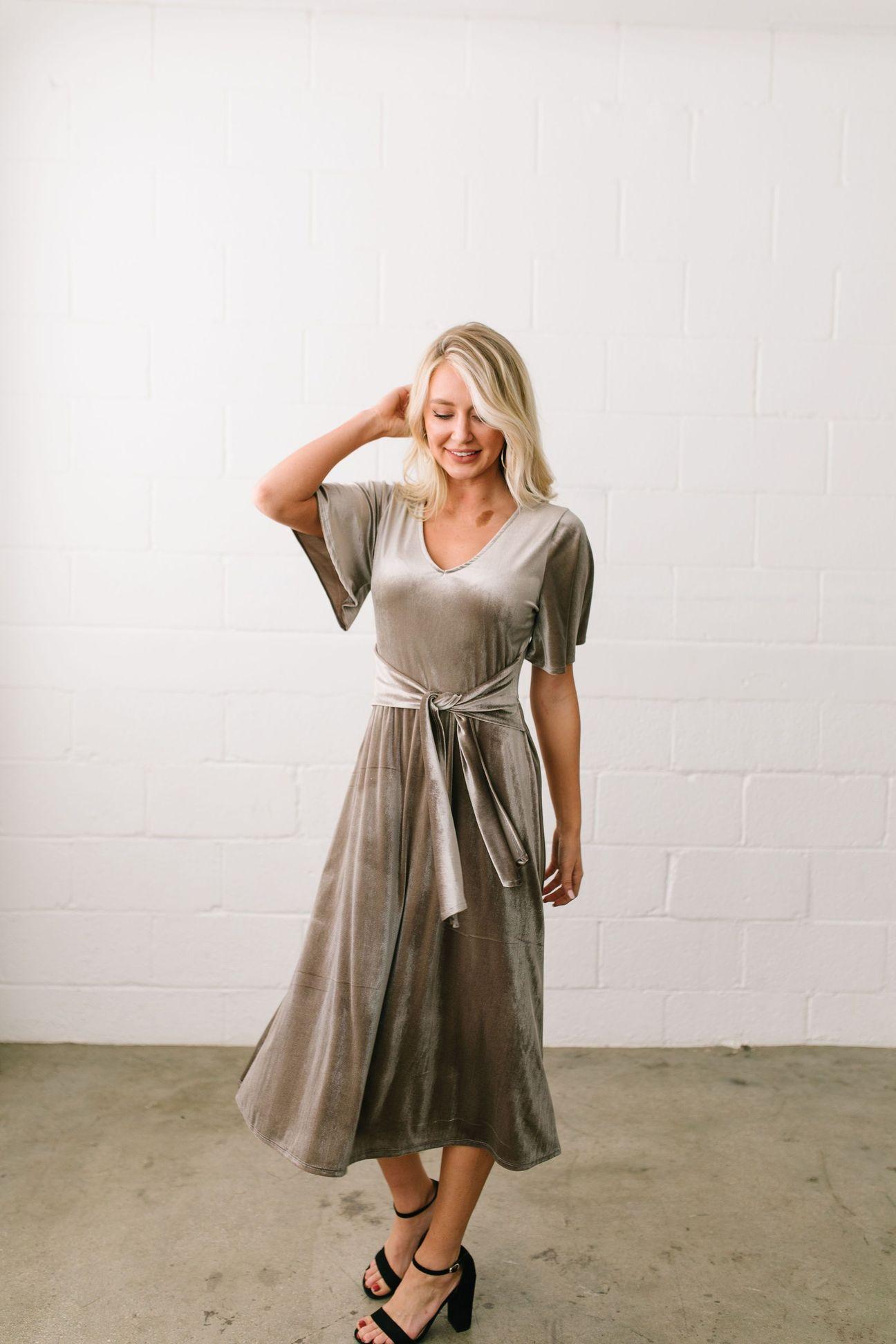 smile-sparkle-shine-velvet-dress-in-champagne-2_1c77f011-adff-48a4-8844-75eec41eaf19_1296x.jpg