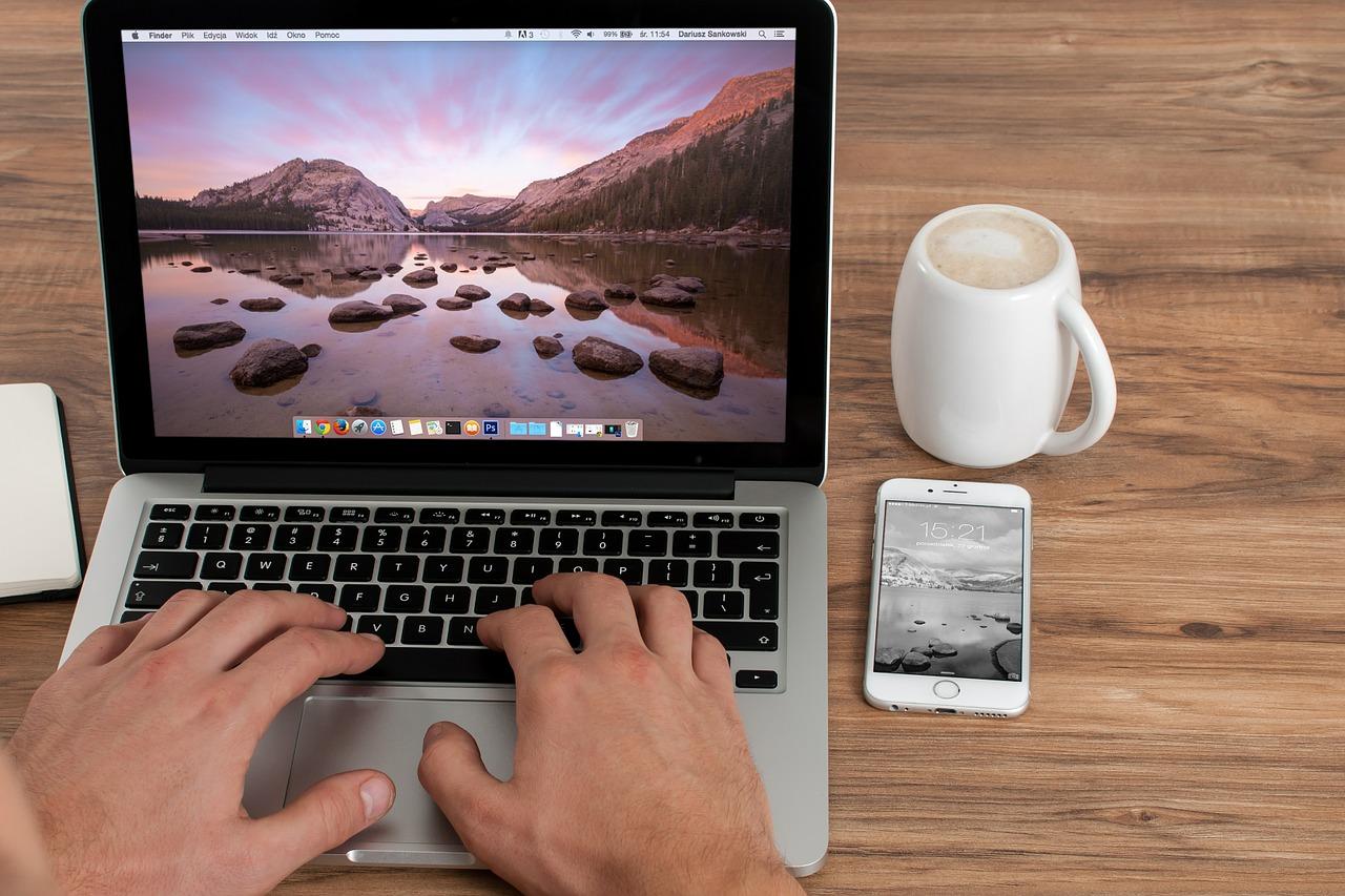 Work-Office-Computer-Laptop-Freelancer-Business-583841.jpg