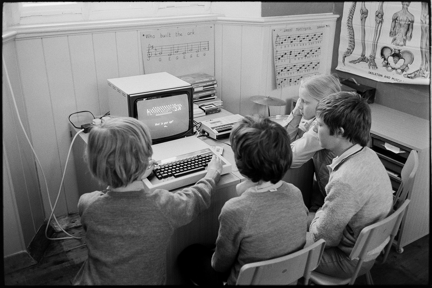 School children using computer BBC Micro, Dolton, June 1984. Documentary photograph by James Ravilious for the Beaford Archive © Beaford Arts