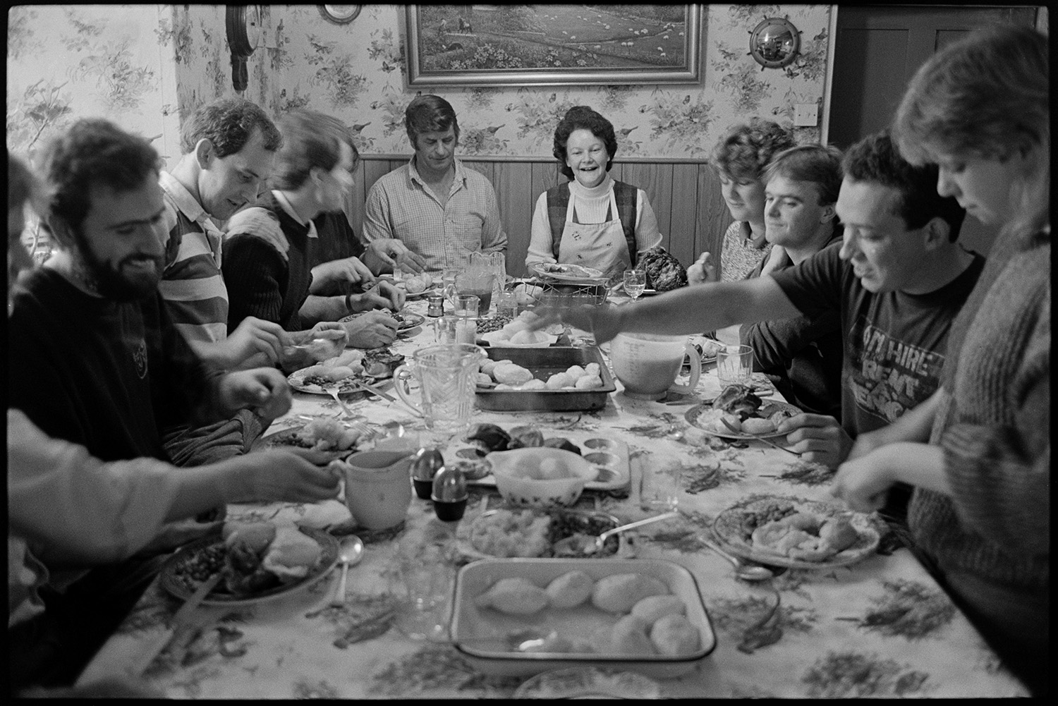 Cidermakers lunch in farmhouse kitchen, Spittle Farm, Chulmleigh, October 1987. Documentary photograph by James Ravilious for the Beaford Archive.