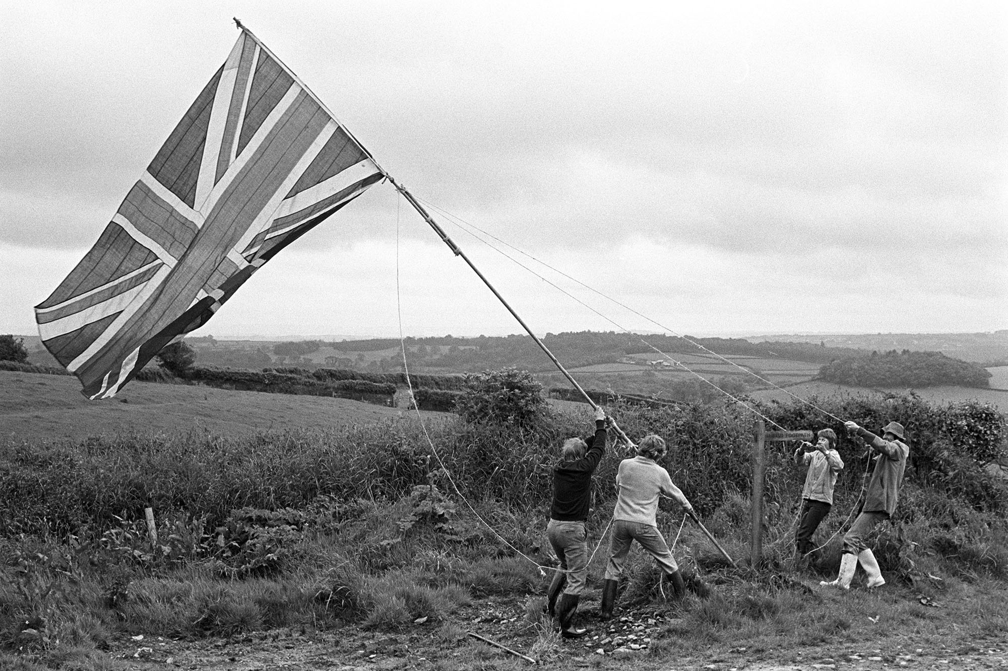 Hoisting the Jubilee flag, Harepath, South Harepath, Beaford, June 1977