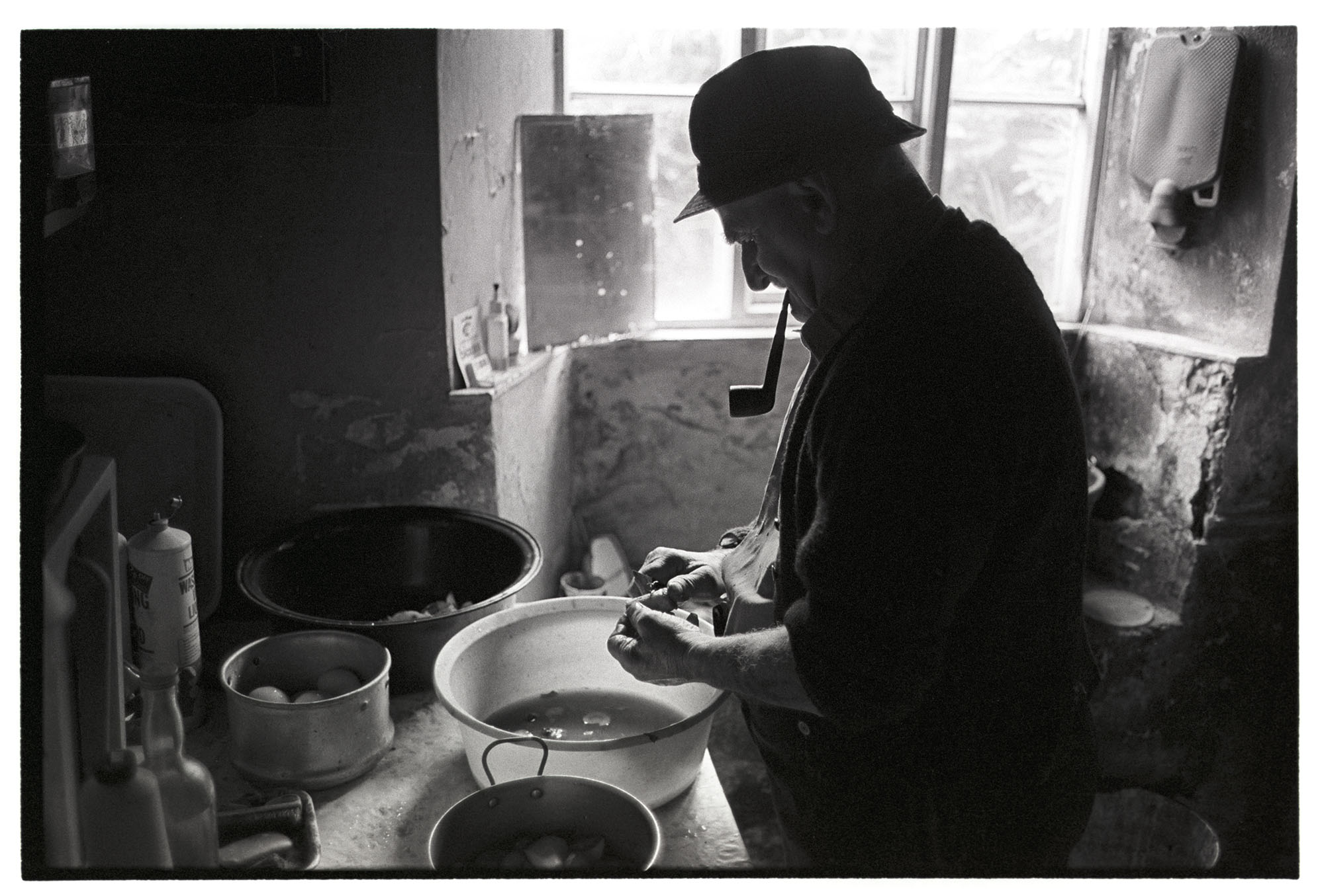 Archie Parkhouse peeling potatoes, Millhams, Dolton, May 1978