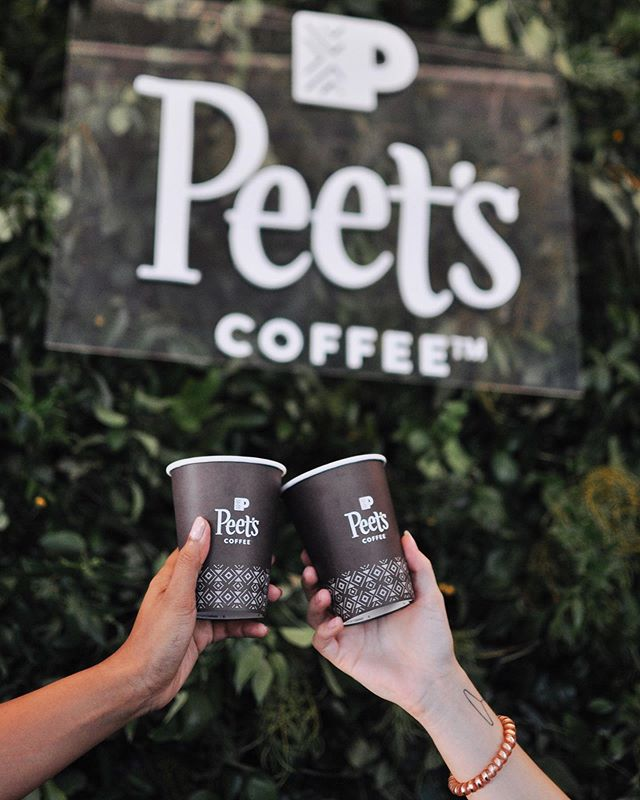 Where are all our coffee lovers at 🙋‍♀️ Have you heard today is #NationalCoffeeDay?! What better way to celebrate than with a fresh cup (or two) of @peetscoffee's Big Bang brew ☕️ We loved learning how to craft the perfect cup from the Peet's pros. Check out our story to see more from the event today! Oh, and grab @peetscoffee on your next trip to @krogerco. #ad