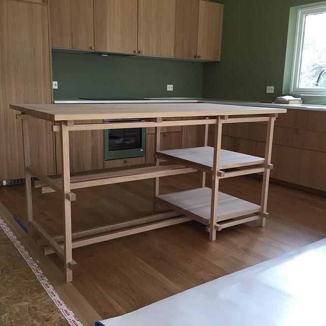 Kjøkkenøy ferdig montert og levert.