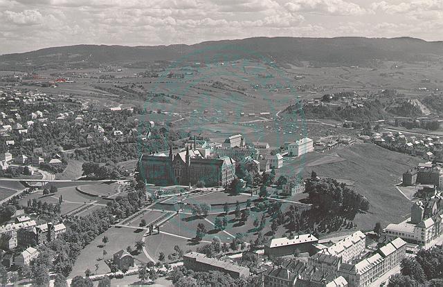 Flyfoto (1952) sett fra NTNU/ tidligere NTH Gløshaugen, mot Strinda/Risvollan/Utleira og Blaklia i sør .