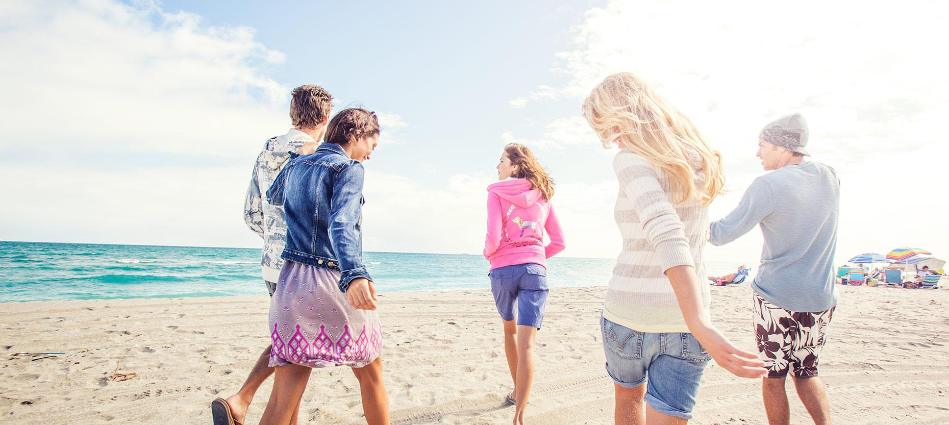 FRIENDS.BEACH.jpg