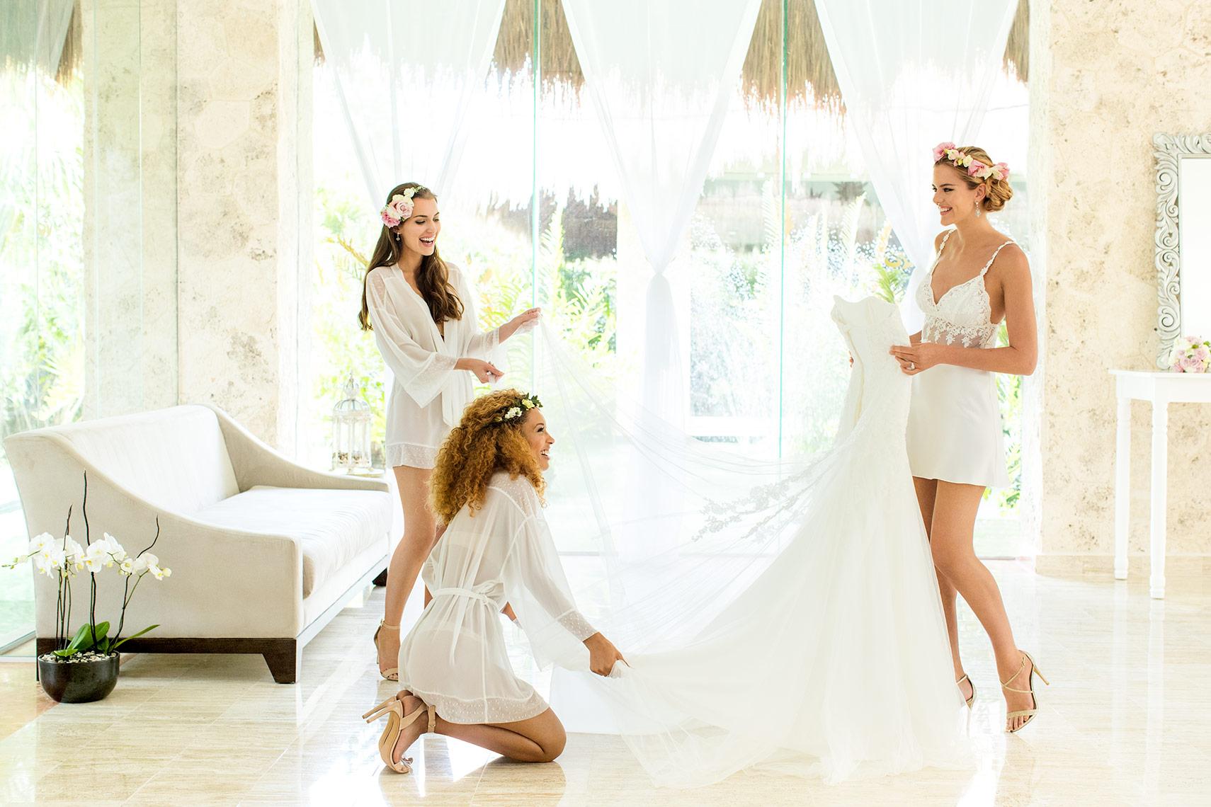 Wedding-GettingReady-PaladiumMX-4332-1COLORFLATWEB.jpg