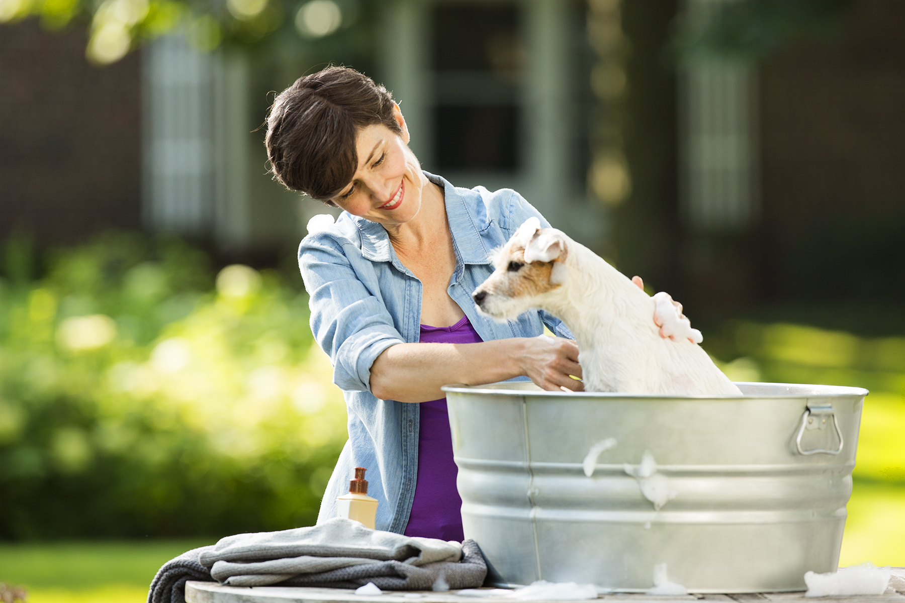 Man-Washing-Dog-143_r1.jpg