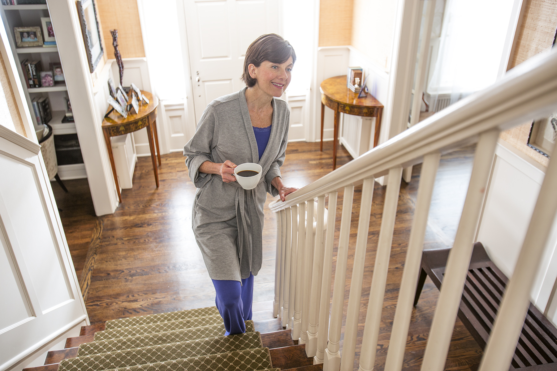 Woman-OnStairs-53_r1.jpg