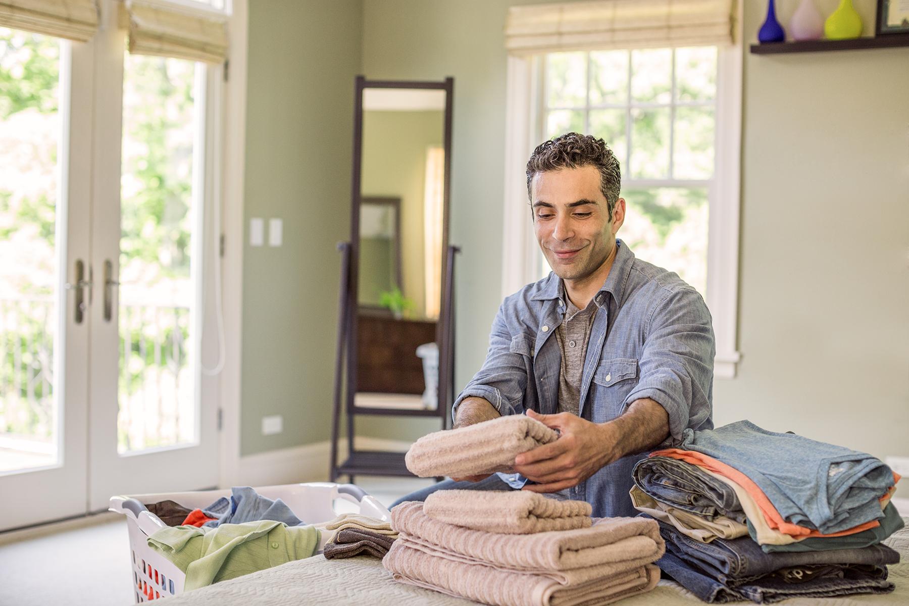 Man-Folding-Laundry-95_r1.jpg