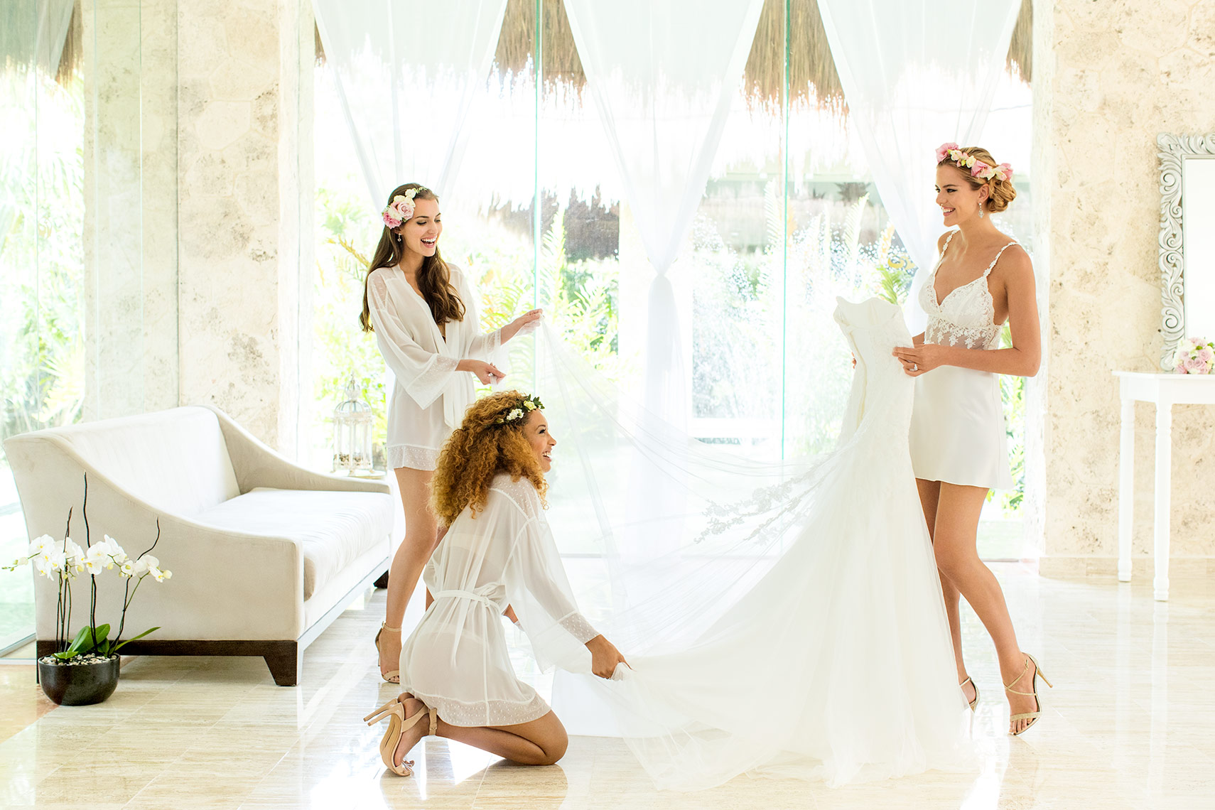 Wedding-GettingReady-PaladiumMX-4332-1COLORFLATWEB.jpg